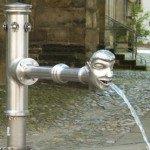 Wasser trinken ist wichtig zum Abnehmen und Stoffwechsel ankurbeln
